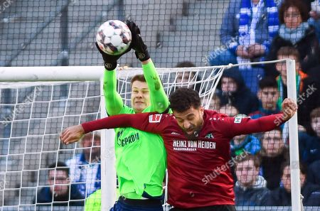 Hannover's Felipe Martins (R) in action against Schalke's goalkeeper Alexander Nuebel (L) during the German Bundesliga soccer match between Hannover 96 and FC Schalke 04 in Hanover, Germany, 31 March 2019.