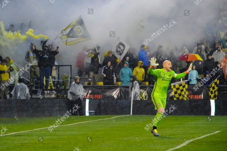Columbus Crew SC supporters go wild while Atlanta United FC goalkeeper Brad Guzan (1) yells direction to his team at the beginning of the match between Atlanta United and Columbus Crew at MAPFRE Stadium, in Columbus OH. Mandatory Photo Credit: Dorn Byg/Cal Sport Media. ..Columbus Crew 2 - Atlanta United 0