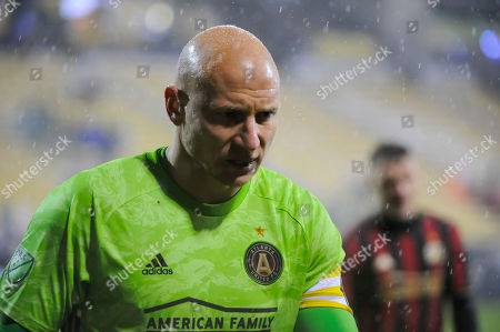 Atlanta United FC goalkeeper Brad Guzan (1) leaves the pitch after the first half of the match between Atlanta United and Columbus Crew at MAPFRE Stadium, in Columbus OH. Mandatory Photo Credit: Dorn Byg/Cal Sport Media. ..Columbus Crew 2 - Atlanta United 0