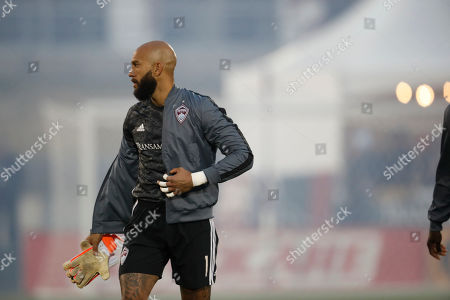 R m. Colorado Rapids goalkeeper Tim Howard (1) in the first half of a MLS soccer match, in Commerce City, Colo