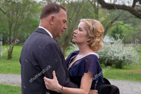 Kevin Costner as Frank Hamer and Kim Dickens as Gladys Hamer
