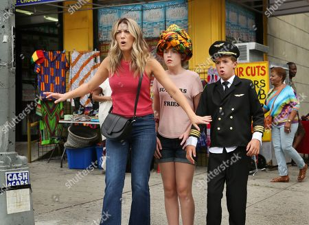 Natalie Zea as Robin Parker, Ashley Gerasimovich as Delilah Parker and Liam Carroll as Jared Parker