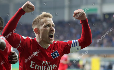 Hamburg's Lewis Holtby (R) celebrates the second goal during the German DFB Cup quarter final soccer match between SC Paderborn and Hamburger SV in Paderborn, Germany, 02 April 2019.