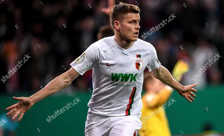 Alfred Finnbogason of Augsburg celebrates after scoring the 1-1 during the German DFB Cup quarter final soccer match between FC Augsburg and RB Leipzig in Augsburg, Germany, 02 April 2019.
