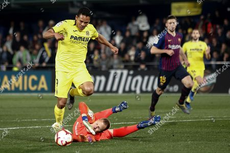 Villarreal's Colombian striker Carlos Bacca (L) scores the fourth goal against goalkeeper Marc-Andre ter Stegen (2-L) of FC Barcelona during a Spanish LaLiga soccer match between Villarreal CF and FC Barcelona played at the Ceramica Stadium in Villarreal, eastern Spain, 02 April 2019.