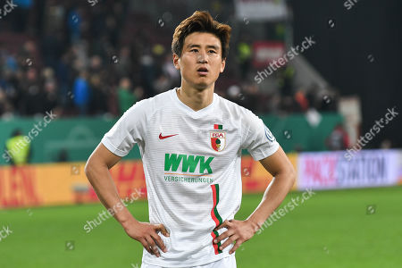 sauer, Ja-Cheol Koo (FC Augsburg #19), FC Augsburg - RB Leipzig, Football, DFB-Pokal,   02.04.2018 DFL REGULATIONS PROHIBIT ANY USE OF PHOTOGRAPHS AS IMAGE SEQUENCES AND/OR QUASI-VIDEO