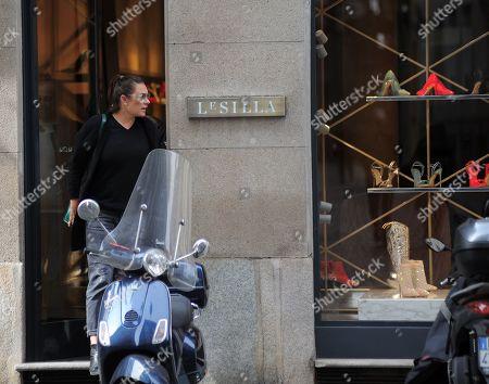 Alena Seredova shopping with a mysterious man