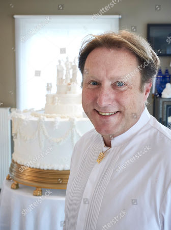 Michael Lewis-Anderson with the re-creation of Queen Victoria's wedding cake