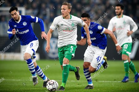 Bremen's Ludwig Augustinsson (2-L) in action during the German DFB Cup quarter final soccer match between FC Schalke 04 and Werder Bremen in Gelsenkirchen, Germany, 03 April 2019.