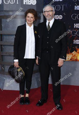 Jonathan Pryce (R) and Kate Fahy (L)