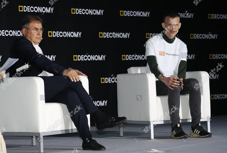 Vitalik Buterin (R), the founder of Ethereum, and Nouriel Roubini (L) of New York University attend an international forum on cryptocurrency at a hotel in Seoul, South Korea, 04 April 2019.