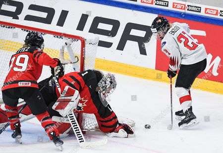 Rahel Enzler (R) of Switzerland in action against Ann-Sophie Bettez (L) of Canada during the 2019 IIHF Ice Hockey Women's World Championship match between Swizerland and Canada in Espoo, Finland, 04 April 2019.