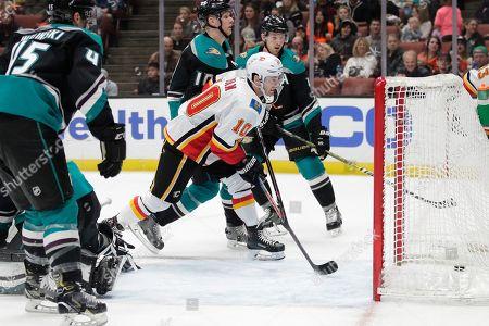 Calgary Flames' Derek Ryan, center, scores during the first period of the team's NHL hockey game against the Anaheim Ducks, in Anaheim, Calif