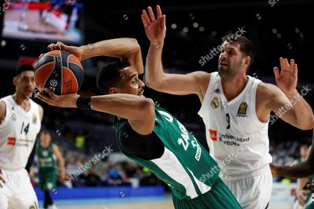 Real Madrid's Felipe Reyes (R) in action against Zalgiris Kaunas' Brandon Davis (L) during a Euroleague basketball match between Real Madrid and Zalgiris Kaunas at the Wizink Center in Madrid, Spain, 04 April 2019.