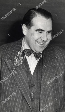 Opera Singer And Actor Ian Wallace Is Pictured Here During A Visit To The City Hospital In Edinburgh. Ian Is The Son Of The Late Sir John Wallace. Ian Bryce Wallace Died 12/10/2009 At The Age Of 90.
