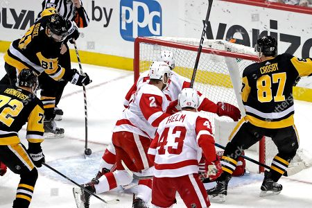 Pittsburgh Penguins' Phil Kessel (81) puts a rebound behind Detroit Red Wings goaltender Jimmy Howard for a goal during the first period of an NHL hockey game in Pittsburgh