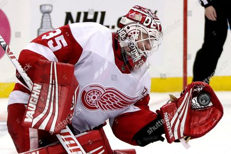 Detroit Red Wings goaltender Jimmy Howard gloves a shot during the second period of the team's NHL hockey game against the Pittsburgh Penguins in Pittsburgh