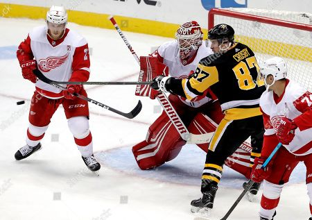Sidney Crosby, Jimmy Howard, Joe Hicketts. Pittsburgh Penguins' Sidney Crosby (87) can't get his stick on the puck to redirect a shot past Detroit Red Wings goaltender Jimmy Howard (35) with Joe Hicketts (2) defending during the third period of an NHL hockey game in Pittsburgh, . The Penguins won 4-1