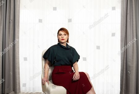 """Shows Amy Seimetz posing for a portrait to promote her film """"Pet Sematary"""" at the Four Seasons Hotel in Los Angeles"""