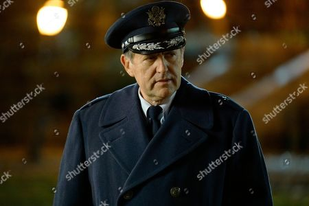 Victor Slezak as Rennhull