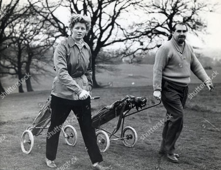 Opera Singer And Actor Ian Wallace Is Pictured Here With His Wife Patricia Golfing At The Highgate Golf Club. Ian Is The Son Of The Late Sir John Wallace. Ian Bryce Wallace Died 12/10/2009 At The Age Of 90.