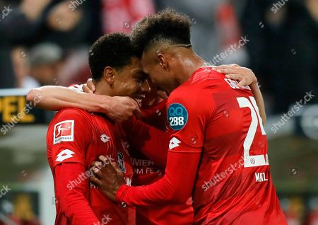 Mainz's Jean-Paul Boetius (L) celebrates with teammates after scoring the opening goal during the German Bundesliga soccer match between 1. FSV Mainz 05 and SC Freiburg in Mainz, Germany, 05 April 2019.