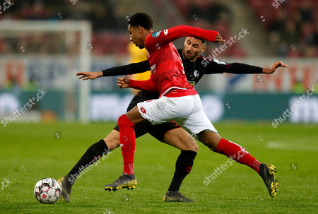 Mainz's Jean-Paul Boetius (L) in action against Freiburg's Vincenzo Grifo (R) during the German Bundesliga soccer match between 1. FSV Mainz 05 and SC Freiburg in Mainz, Germany, 05 April 2019.