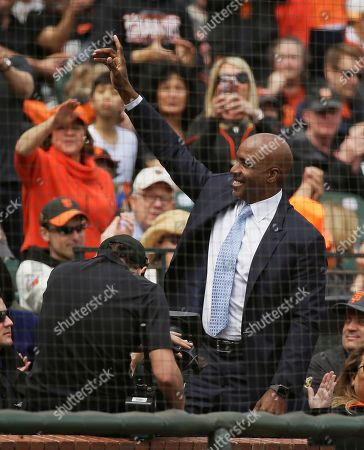 Barry Bonds waves to fans at Oracle Park during a baseball game between the San Francisco Giants and the Tampa Bay Rays, in San Francisco