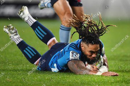 Blues vs Waratahs. Blues' Ma'a Nonu scores a try