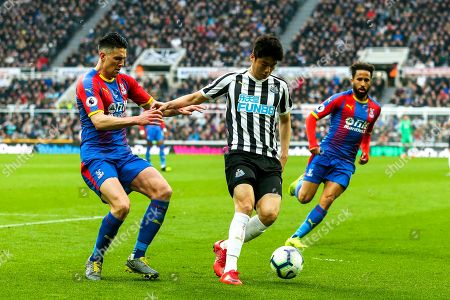 Ki Sung-Yueng (#4) of Newcastle United defends possession of the ball from Martin Kelly (#34) of Crystal Palace during the Premier League match between Newcastle United and Crystal Palace at St. James's Park, Newcastle