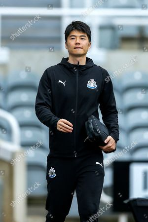Ki Sung-Yueng (#4) of Newcastle United arrives ahead of the Premier League match between Newcastle United and Crystal Palace at St. James's Park, Newcastle