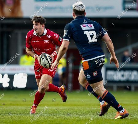 Scarlets vs Edinburgh. Scarlets' Dan Jones