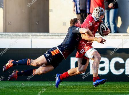 Scarlets vs Edinburgh. Scarlets' Jonathan Davies runs in his sides second try