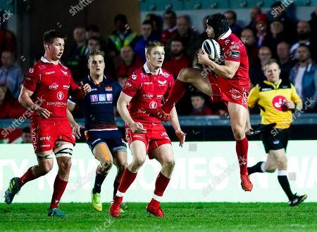 Scarlets vs Edinburgh. Scarlets' Leigh Halfpenny