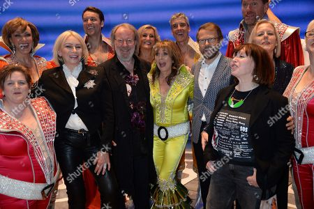 Judy Craymer, Benny Andersson and Bjorn Ulvaeus with the current and former members of the cast