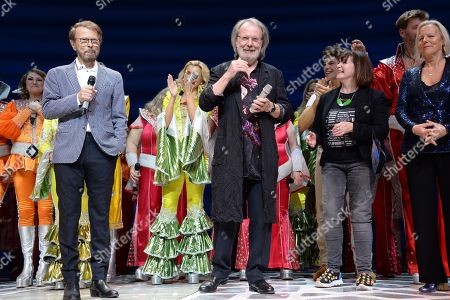 Stock Photo of Bjorn Ulvaeus, Benny Andersson and Judy Craymer with the current and former members of the cast