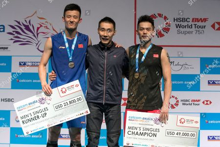 Lin Dan, Chen Long, Lee Chong Wei. China's Lin Dan, right, poses with Chen Long and special guest Lee Chong Wei, center, from Malaysia for a picture during the awards ceremony for the men's single final match at the Malaysia Badminton Open in Kuala Lumpur, Malaysia