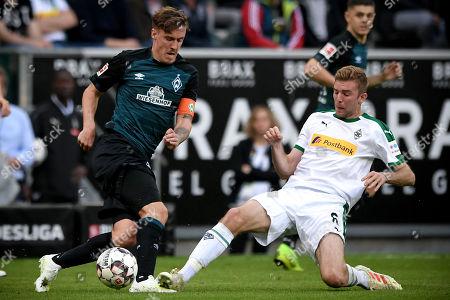 Bremen's Max Kruse (L) in action against Moenchengladbach's Christoph Kramer (R) during the German Bundesliga soccer match between Borussia Moenchengladbach and Werder Bremen at Borussia-Park in Moenchengladbach, Germany, 07 April 2019.