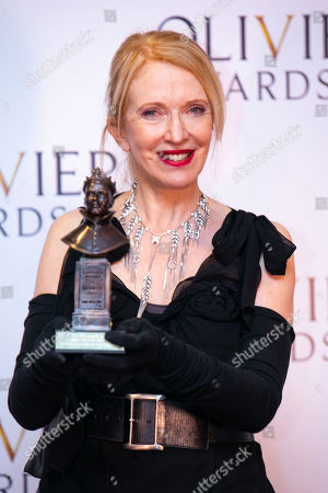 Catherine Zuber accepts the award for Best Costume Design for The King and I
