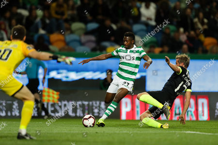 Sporting's Wendell (L) vies for the ball with Rio Ave's Fabio Coentrao (R) during their Portuguese First League soccer match held at Alvalade Stadium, in Lisbon, Portugal, 07 April 2019.