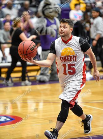 Jerry Ferrara goes up for a shot at the Celebrity Crunch Classic presented by Cheez-It and Pringles, in St Paul, Minn