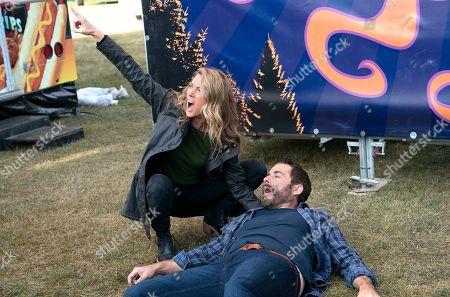 Natalie Zea as Robin Parker and Jason Jones as Nate Parker