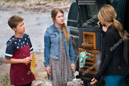 Liam Carroll as Jared Parker, Ashley Gerasimovich as Delilah Parker and Natalie Zea as Robin Parker