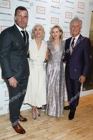 Liev Schreiber, Eileen Guggenheim, Chair of board of the New York Academy of Art, Naomi Watts and David Kratz, President of the New York Academy of Art