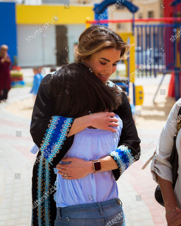 Her Majesty Queen Rania Al Abdullah inaugurated a new branch of the Zaha Cultural Center during a visit to Al Mafraq governorate, where she also met with a number of recipients of a Royal Hashemite Court (RHC) grant.