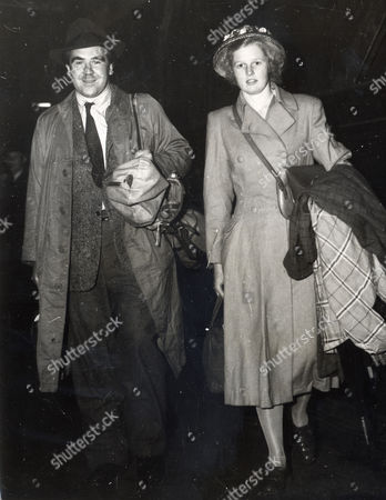 Opera Singer And Actor Ian Wallace Is Pictured Here With His Wife Patricia Arriving At Waverley Station In Edinburgh. Ian Is The Son Of The Late Sir John Wallace. Ian Bryce Wallace Died 12/10/2009 At The Age Of 90.