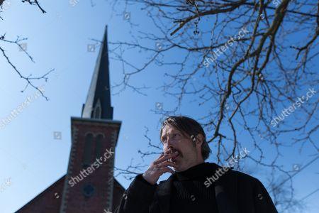 Mads Mikkelsen as Duncan Vizla