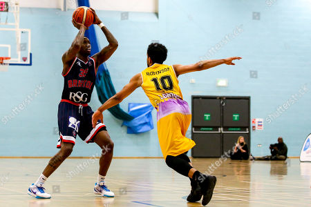 Fred Thomas of Bristol Flyers takes on Justin Robinson of London Lions