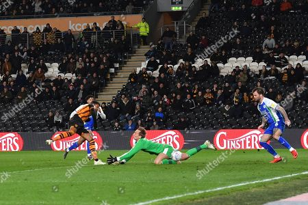Hull City forward Fraizer Campbell (25) scores goal to go 1-1 during the EFL Sky Bet Championship match between Hull City and Wigan Athletic at the KCOM Stadium, Kingston upon Hull