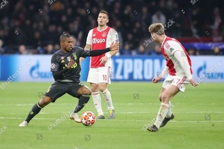 Douglas Costa of Juventus during the Champions League Quarter-Final Leg 1 of 2 match between Ajax and Juventus FC at the Amsterdam Arena, Amsterdam